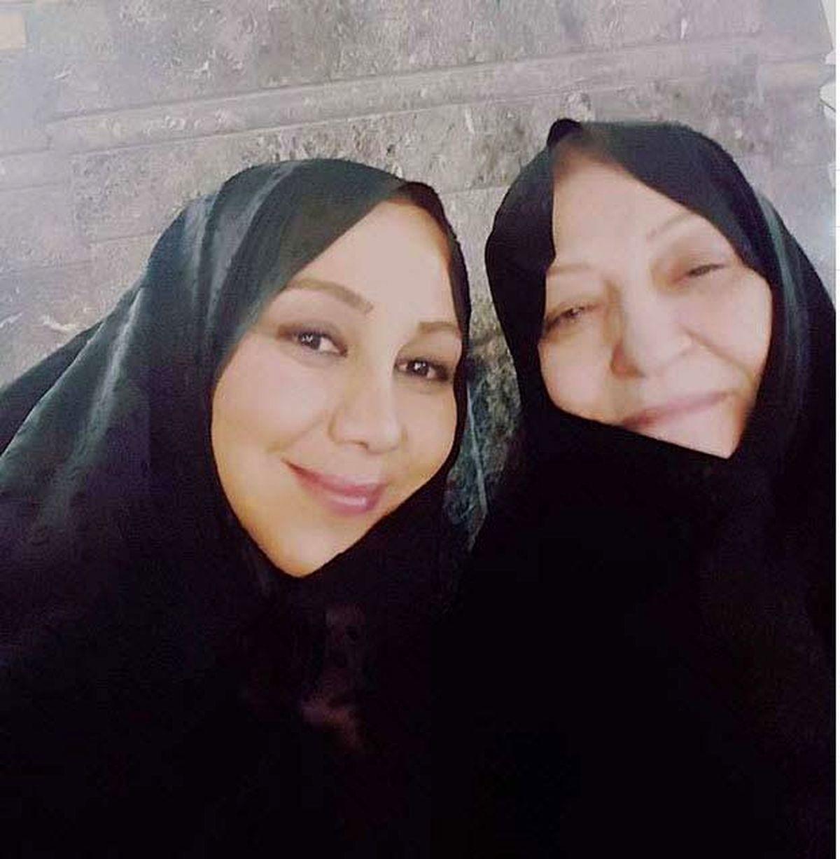 تصاویر زیبا بهنوش بختیاری با مادرش در حرم امام رضا (ع)