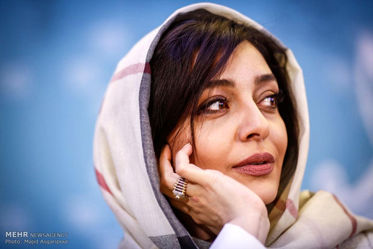عکس جالب ساره بیات در دل کویر تک و تنها