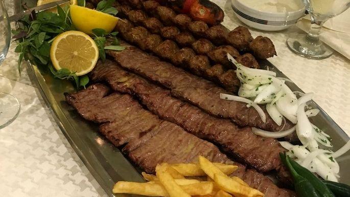 رستوران مسلم ؛ شلوغ واما تک و بی نظیر